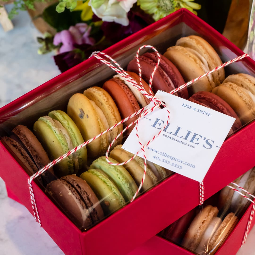 Box of French Macarons (12)